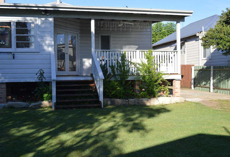 House on the Hill - Hunter Valley, Cessnock, Property Grounds