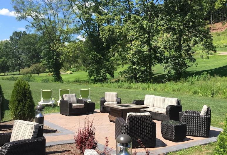 Comfort Suites Marietta-Parkersburg, Marietta, Terrace/Patio