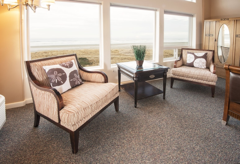 Seaside Oceanfront Inn, Seaside, Suite, Oceanfront, Living Area
