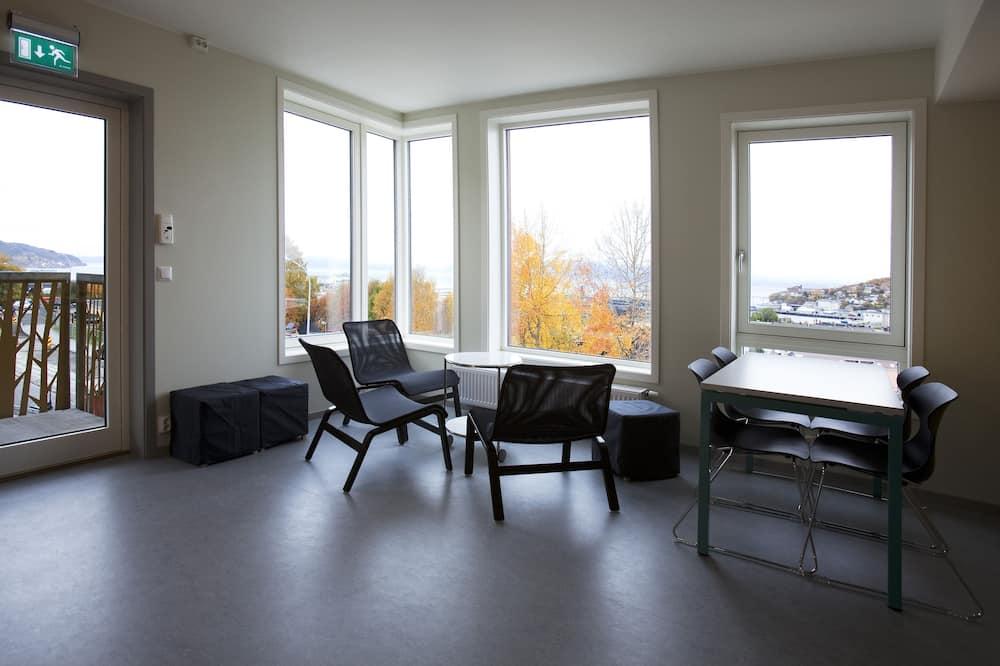 Single Room - Shared kitchen facilities