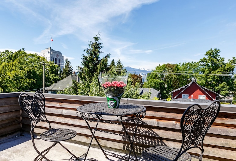 Manor Guest House, Vancouver, Penthouse w/Two Double Beds & Shared Bathroom G(3rd Floor), Terrace/Patio