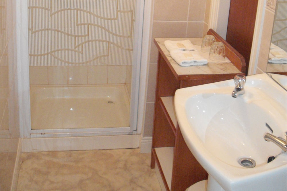 Double Single Ensuite - Ванна кімната