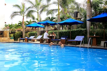 Picture of St. Lachlan Hotel & Suites in Negombo