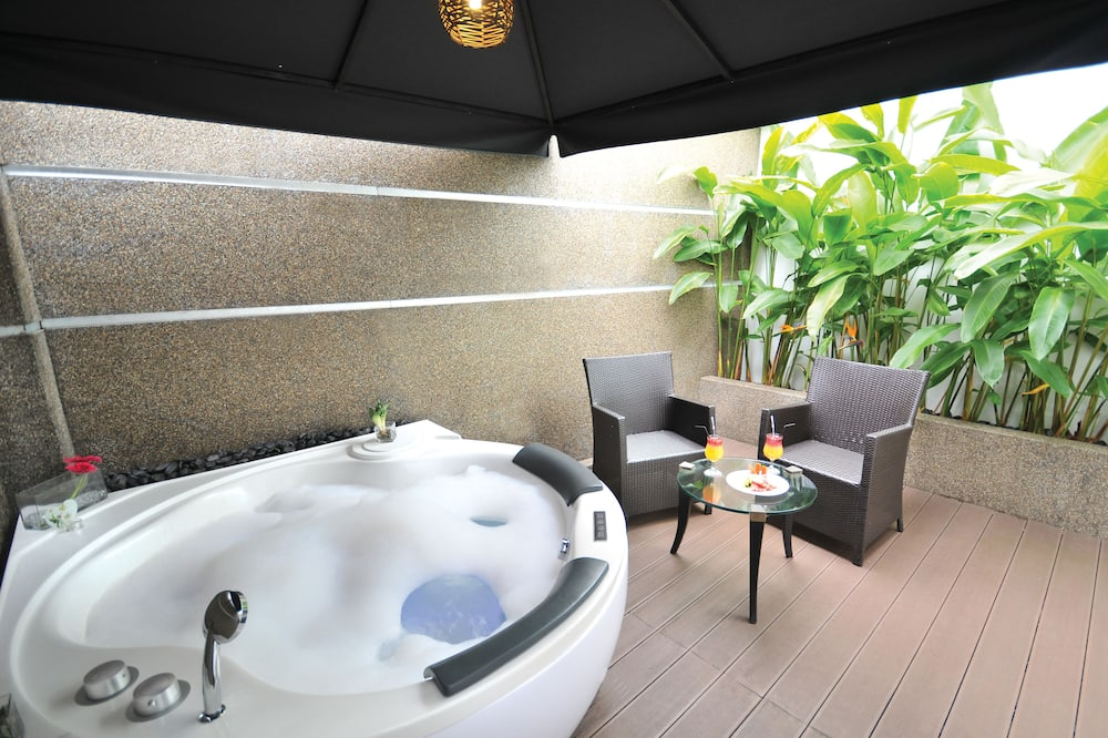 Junior Family Suite with Jacuzzi - Balcony