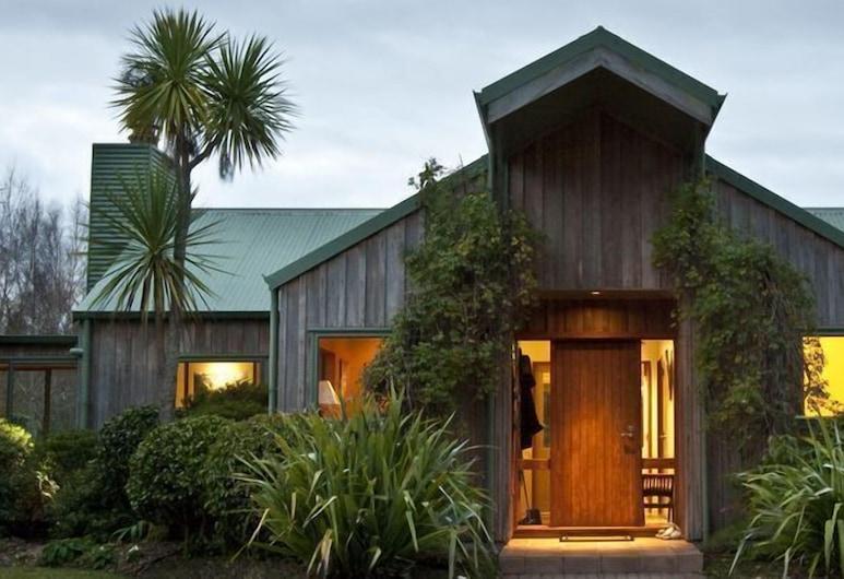 Whakaipo Lodge, Taupo, Hotel Entrance
