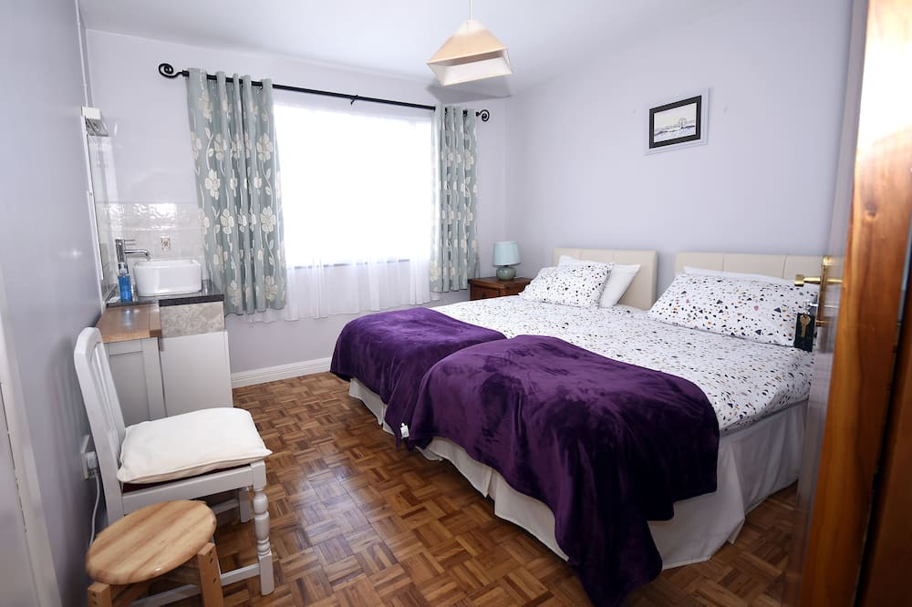 Двухместный номер «Комфорт», 2 односпальные кровати, вид на внутренний двор - Номер