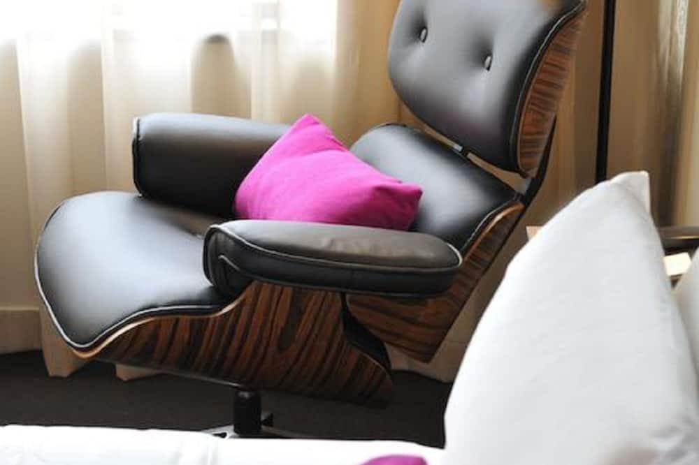 Studio, 1 Queen Bed - Living Area