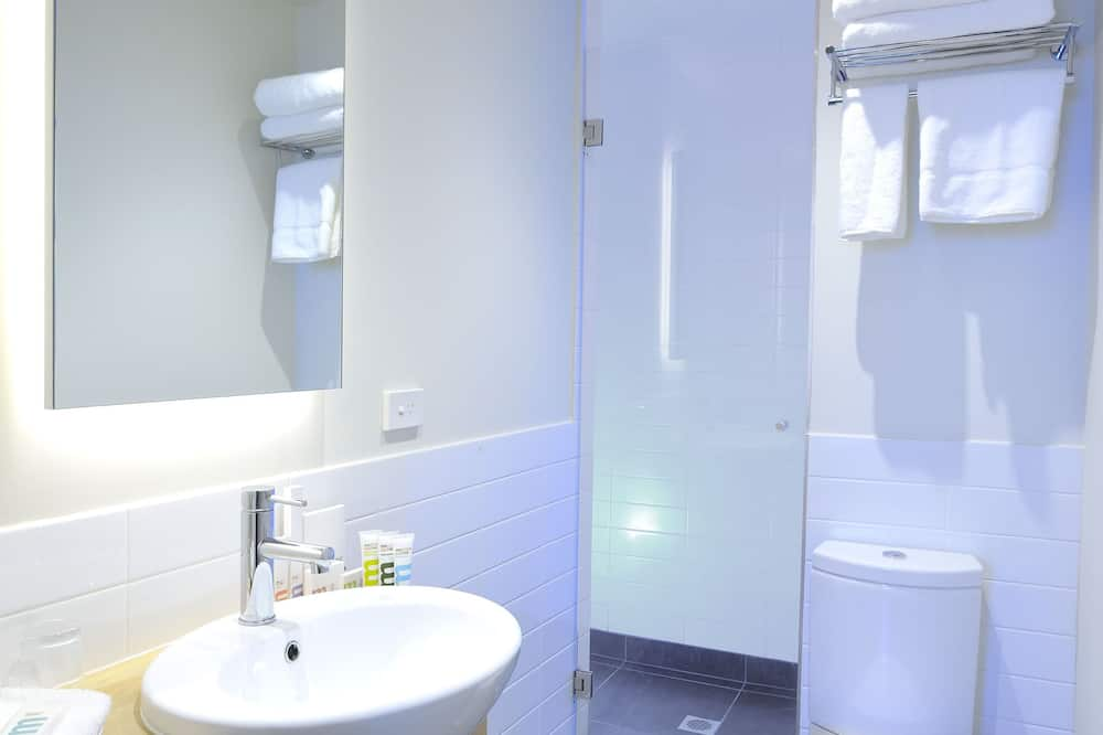 Studio, 1 Queen Bed - Bathroom