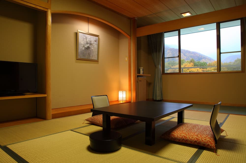 Traditional Room, Multiple Beds, Non Smoking - In-Room Dining