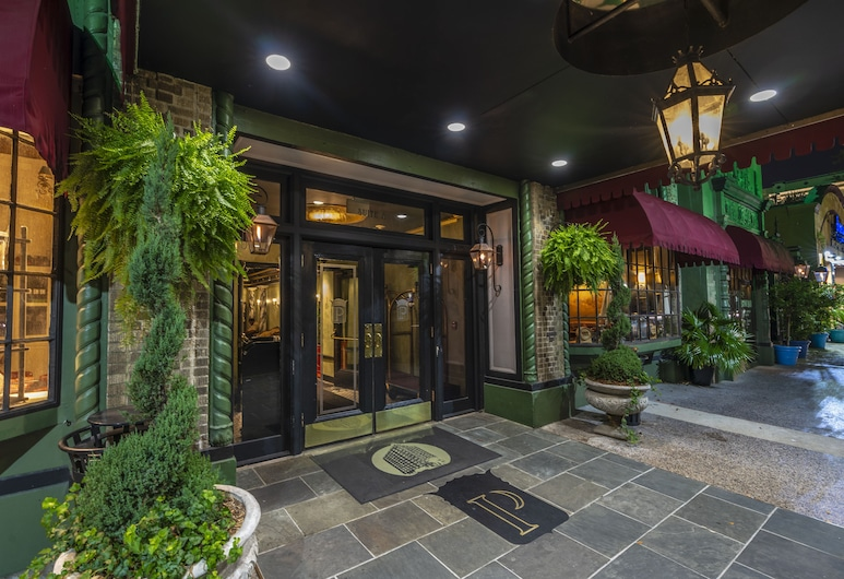 The Pontchartrain Hotel, New Orleans, Hotel Entrance