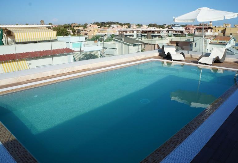 L'Approdo, Anzio, Pool på tagterrassen