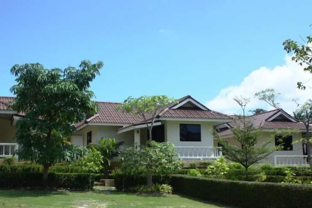 Baan Saensook Villas