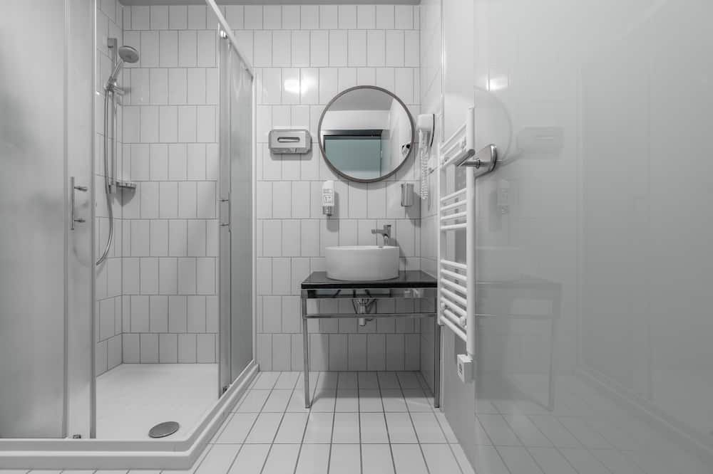 Guesthouse with three beds - Bathroom