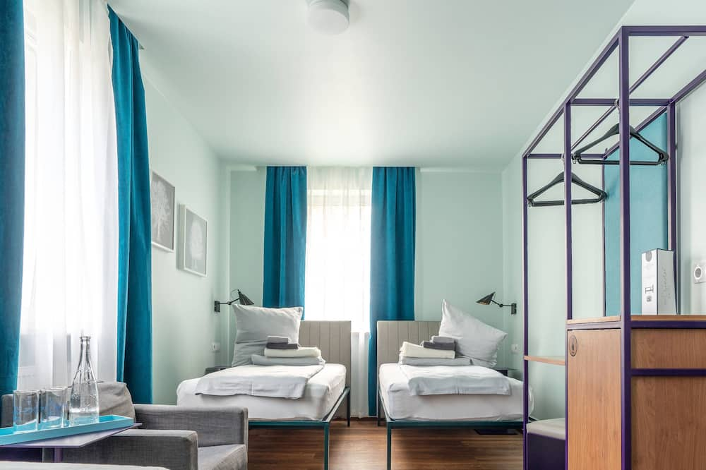 Guesthouse with two beds - Guest Room