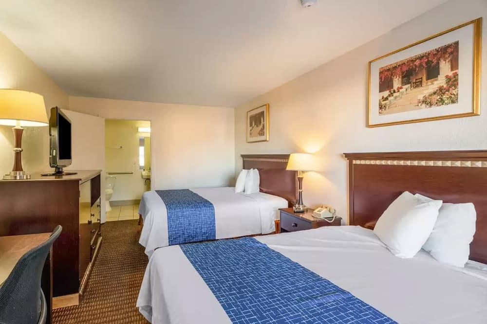 Standard Room 2 Queen Beds, Desk, Non-Smoking - Chambre