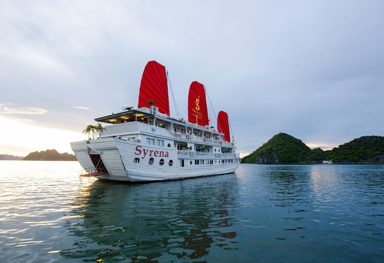 Syrena Cruises, Ha Longas
