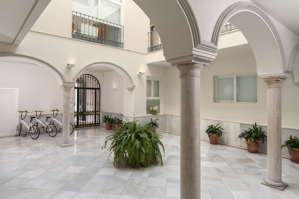Suites Sevilla Plaza Apartamentos, Seville