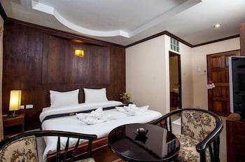 Foto Triple Rund Place Hotel di Patong