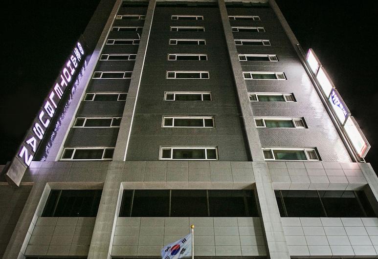 Busan Tourist Hotel, Busanas