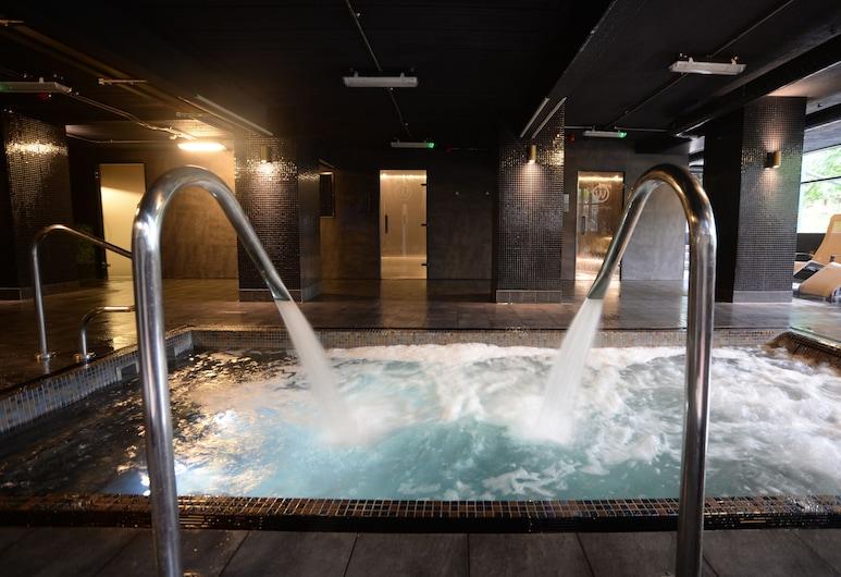 Waterside Hotel & Leisure Club, Manchester, Indoor Spa Tub