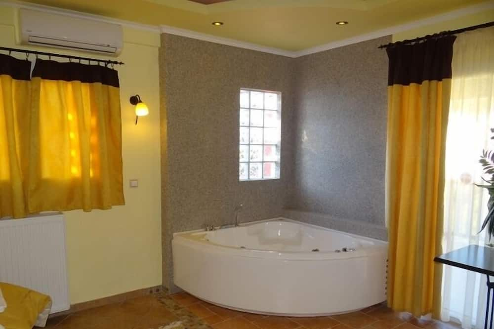 Suite, 1 Bedroom - Jetted Tub