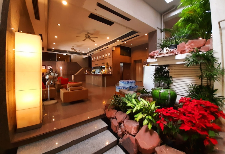 Grand Hotel, Pattaya, Mặt tiền khách sạn