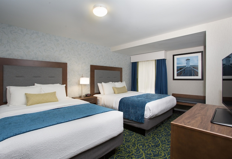 Best Western Plus Portsmouth Hotel & Suites, Portsmouth, Suite, 2 Queen Beds, Accessible, Non Smoking (Living Room), Guest Room