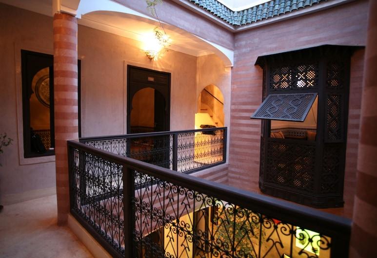 里亞德達爾弗托瑪旅館, 馬拉喀什, 泳池瀑布