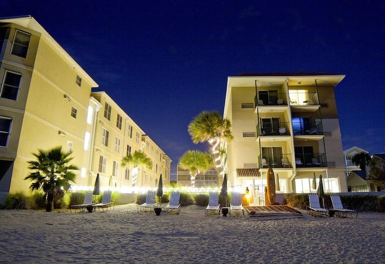 โรงแรมเดโซโต บีช, ทีบีไอแลนด์, ชายหาด