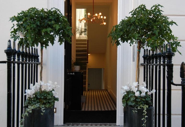 B+B Belgravia, Lontoo, Hotellin sisäänkäynti