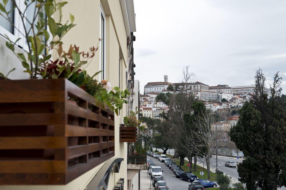 Apartment, 2 Bedrooms - Street View