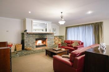 Picture of Wanaka Alpine Lodge in Wanaka