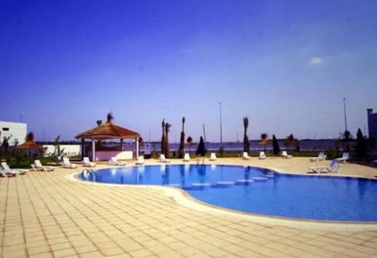 أطلس سكاي المطار, النواصر, حمام سباحة