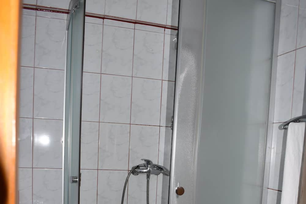 חדר בייסיק טווין - חדר רחצה