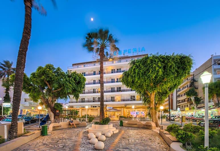 Esperia Hotel, Rodas, Fachada del hotel de noche