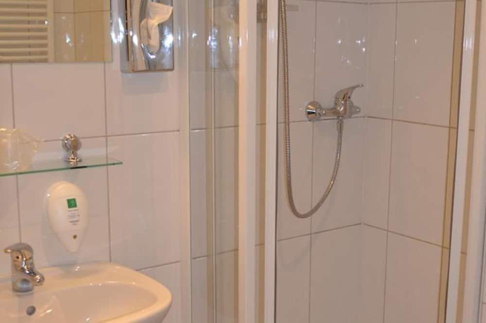 Business-Doppelzimmer, Blick auf den Innenhof - Badezimmer