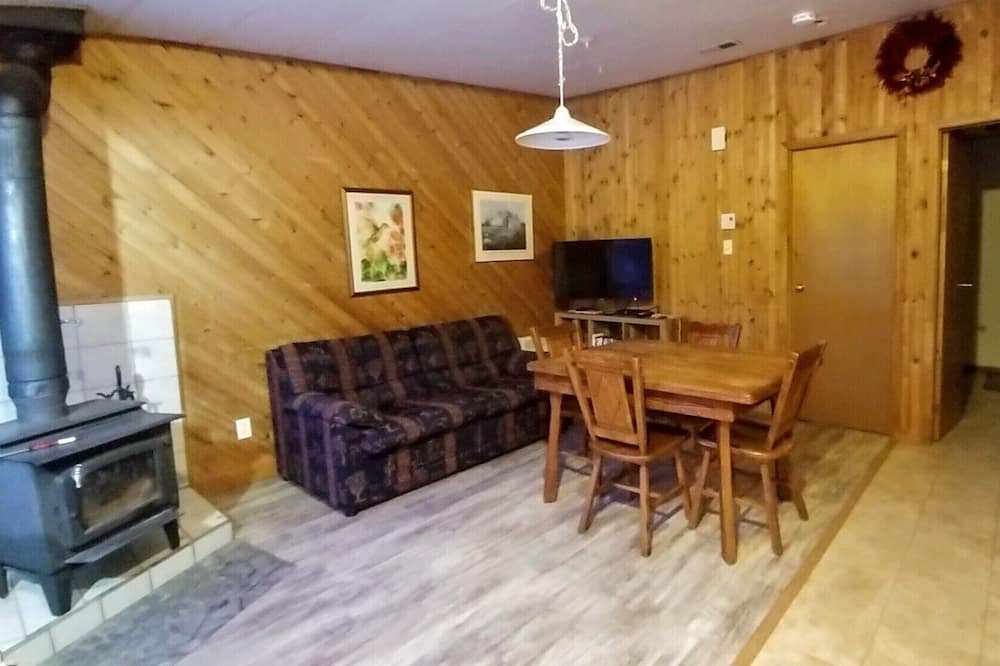 Standard Chalet, 1 Bedroom - Living Area