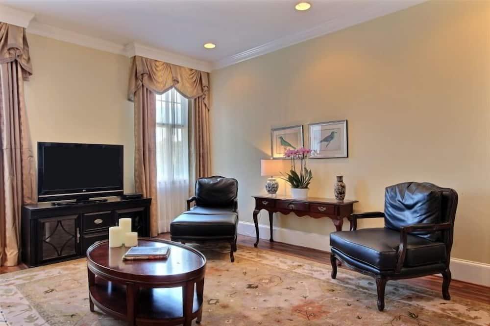 Apartment, 2 Bedrooms (1.5 Bathrooms) - Living Area
