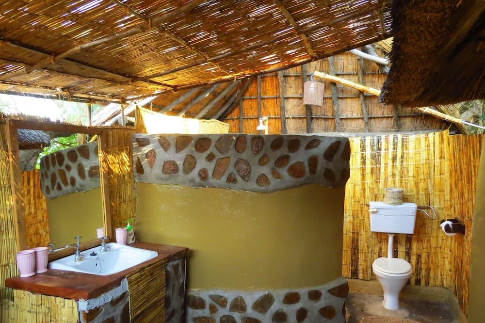Номер «Делюкс» (1 двоспальне або 2 односпальних ліжка), багатомісний номер - Ванна кімната