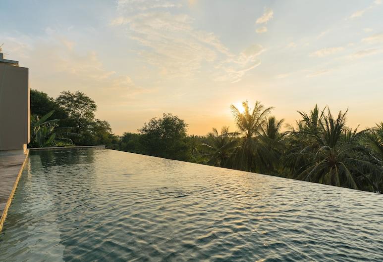 Svarga Resort Lombok, Senggigi, Óendalaug