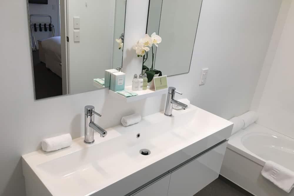 Deluxe Suite, 1 King Bed, Fireplace - Bathroom