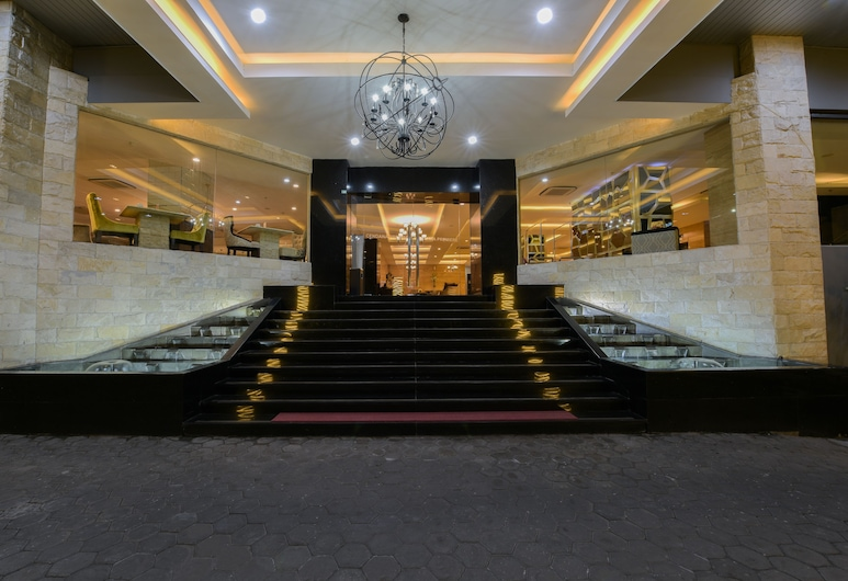 Royal Singosari Cendana, Surabaya, Pintu Masuk Hotel