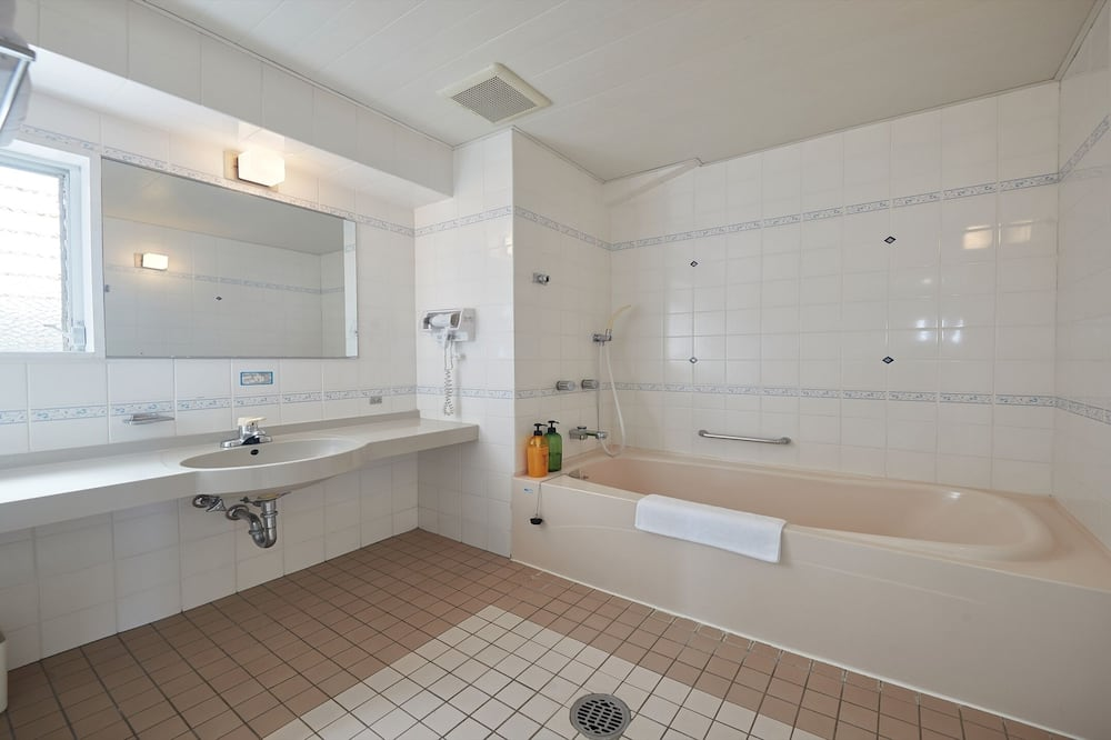 Traditional-Apartment, Küche (For 2 adult) - Badezimmer