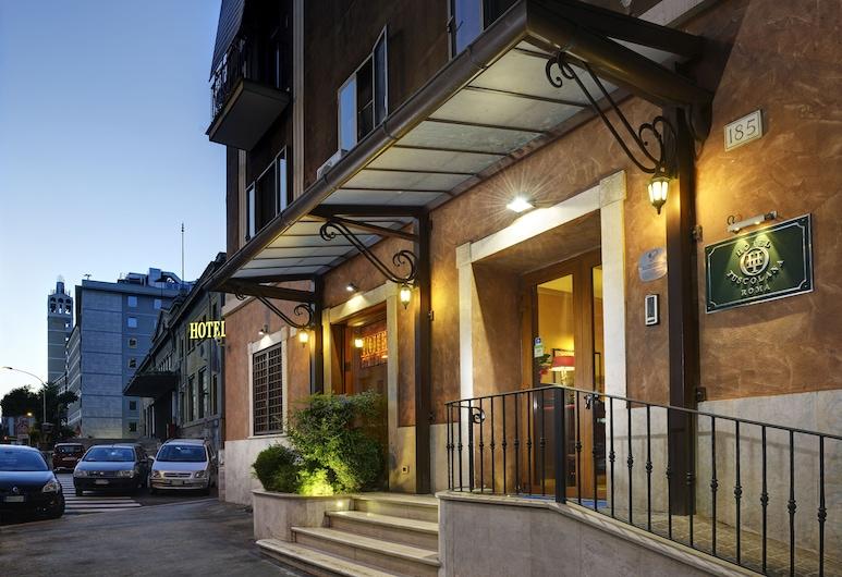 Hotel Tuscolana, Roma, Entrada del hotel (tarde o noche)
