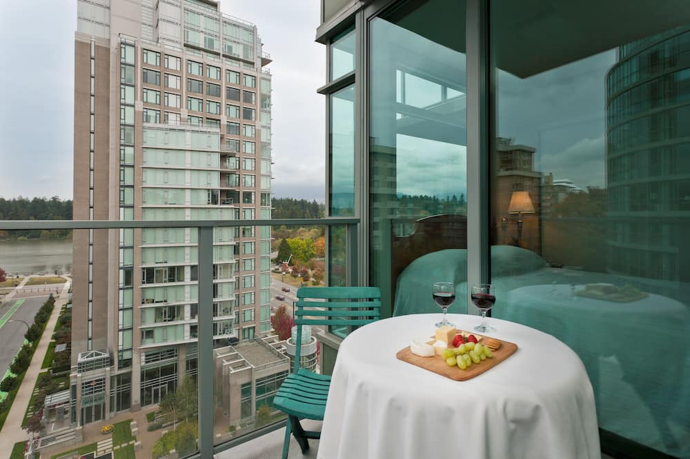 One Bedroom Suite with Full Kitchen & in-suite Laundry - Balcony