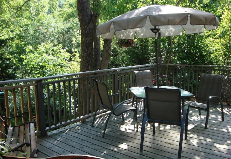 DownHome Bed & Breakfast, Niagara-on-the-Lake, Terasa / vidinis kiemas