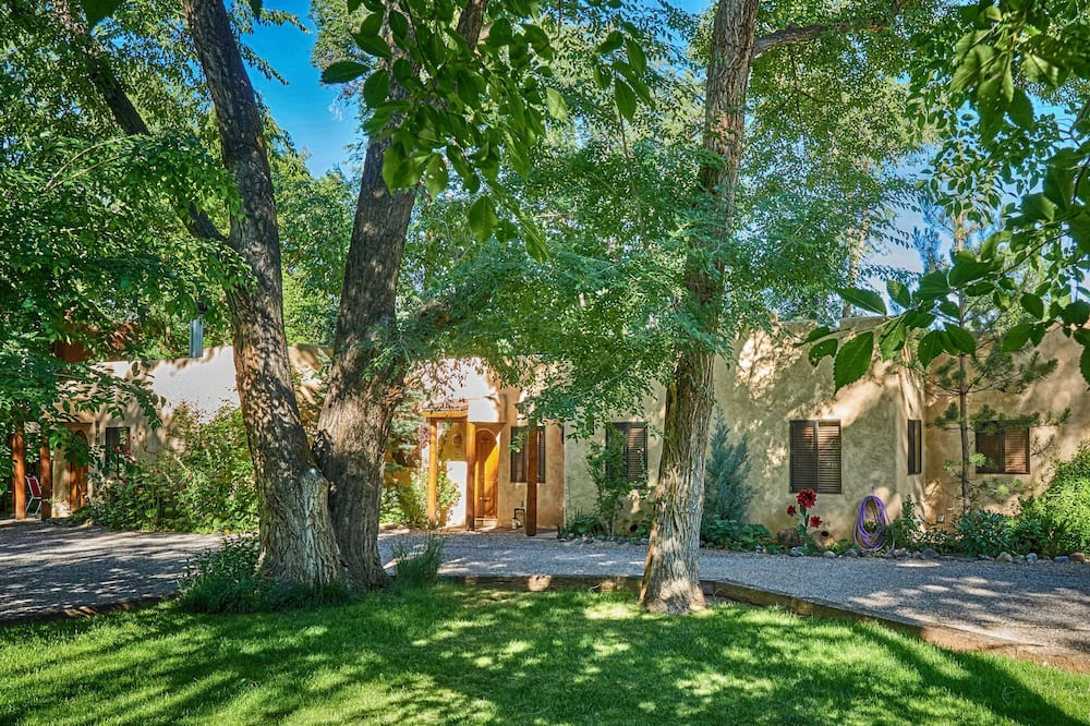 Burch Street Casitas Hotel Taos