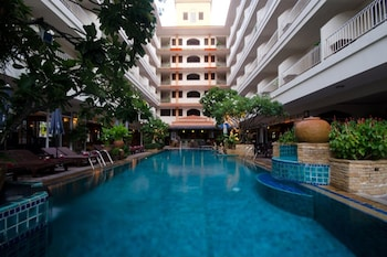 Enter your dates for special Pattaya last minute prices