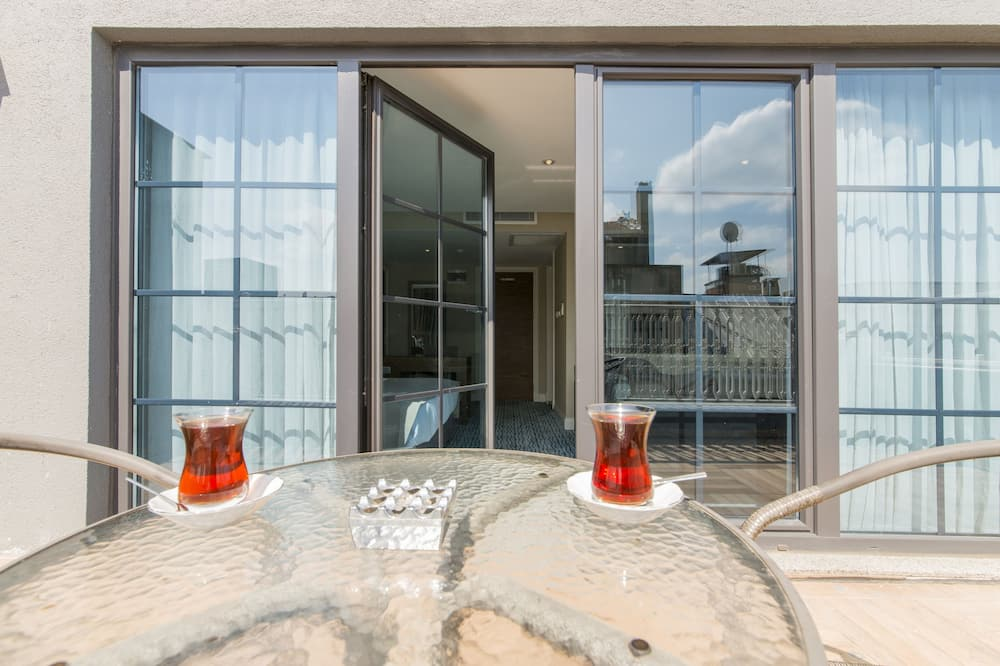 Family Room, Balcony - Balcony