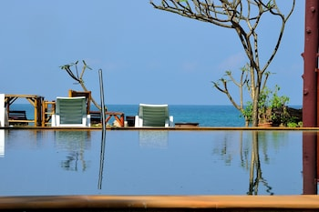 Enter your dates for our Ko Lanta last minute prices